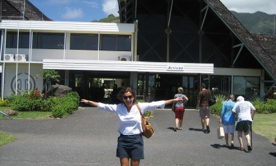 A happy landing at Moorea (possibly not international) airport