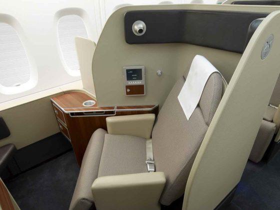 flight review qantas first class 380 dubai to london first class suite 1300