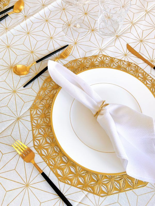 gold and white table setting wedgwood cutipol chilewich